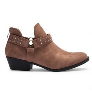 🆕{TOP MODA} Taupe Studded Detail Suede Booties